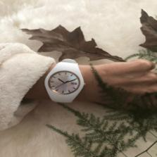 Win o.a. een  ICE Pearl White watch